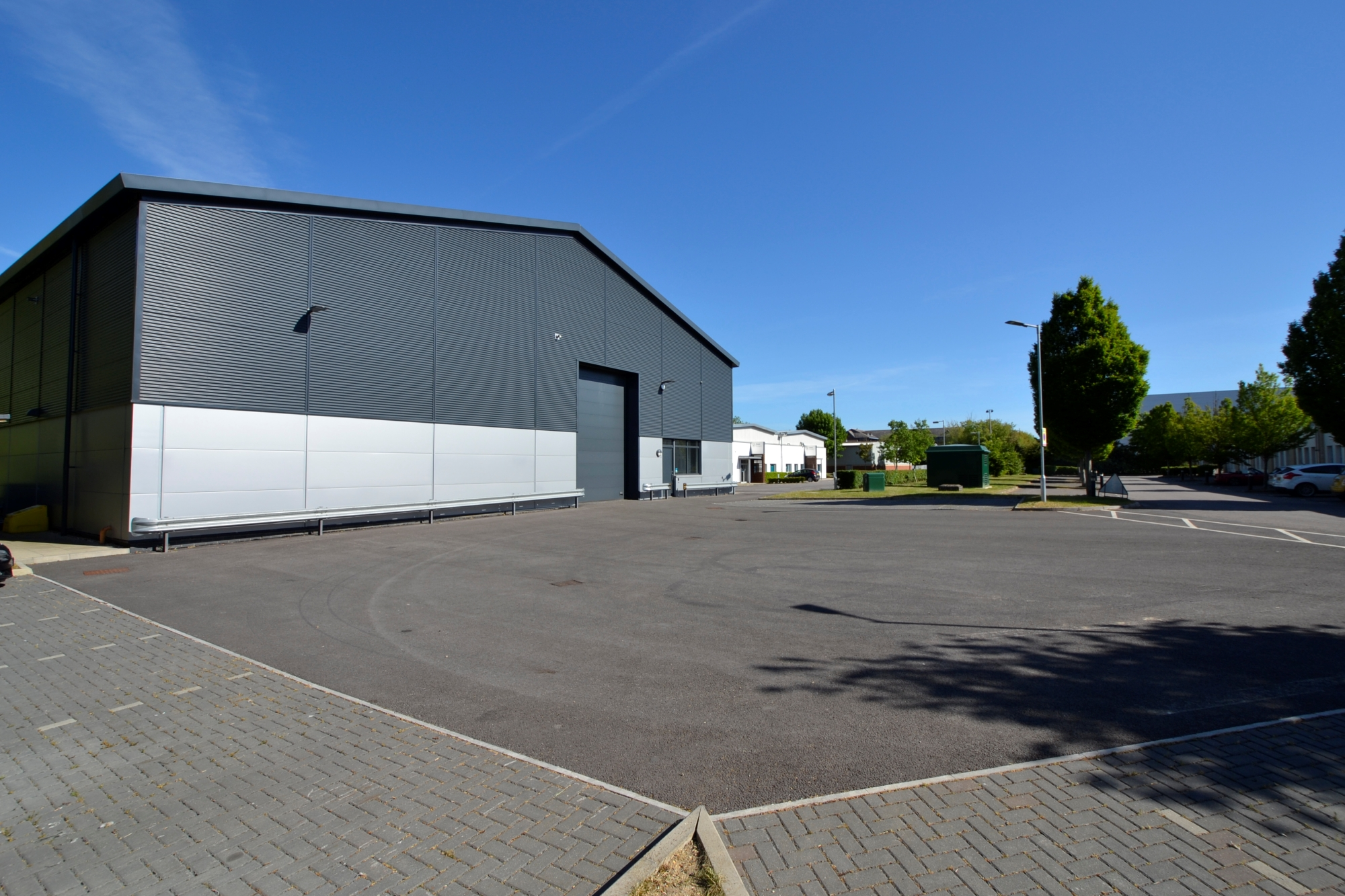 High specification warehouse & office