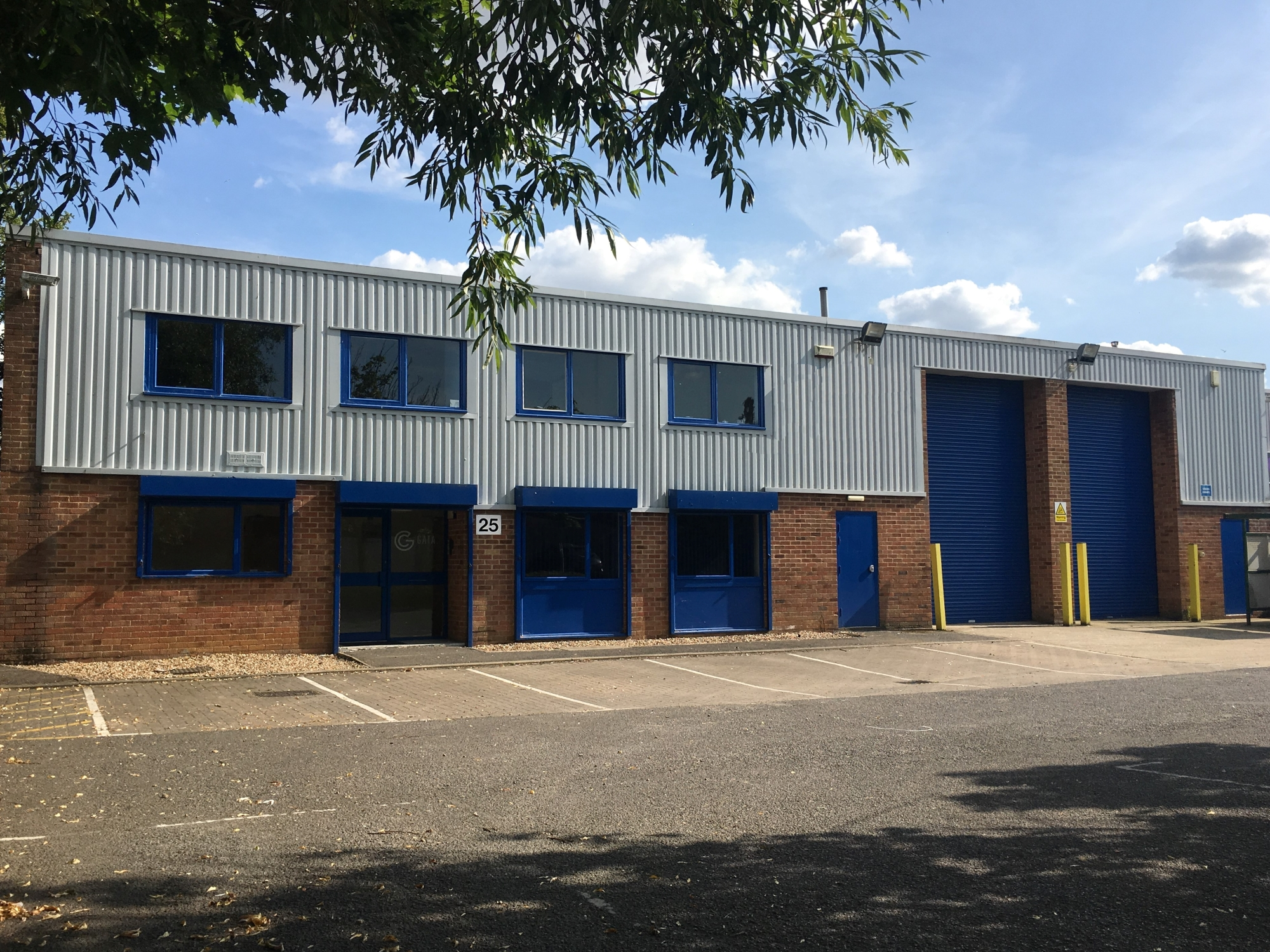 Industrial warehouse Nuffield Way Abingdon near A34