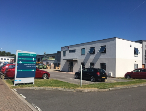 High-tech warehouse with office on Milton Park Oxfordshire