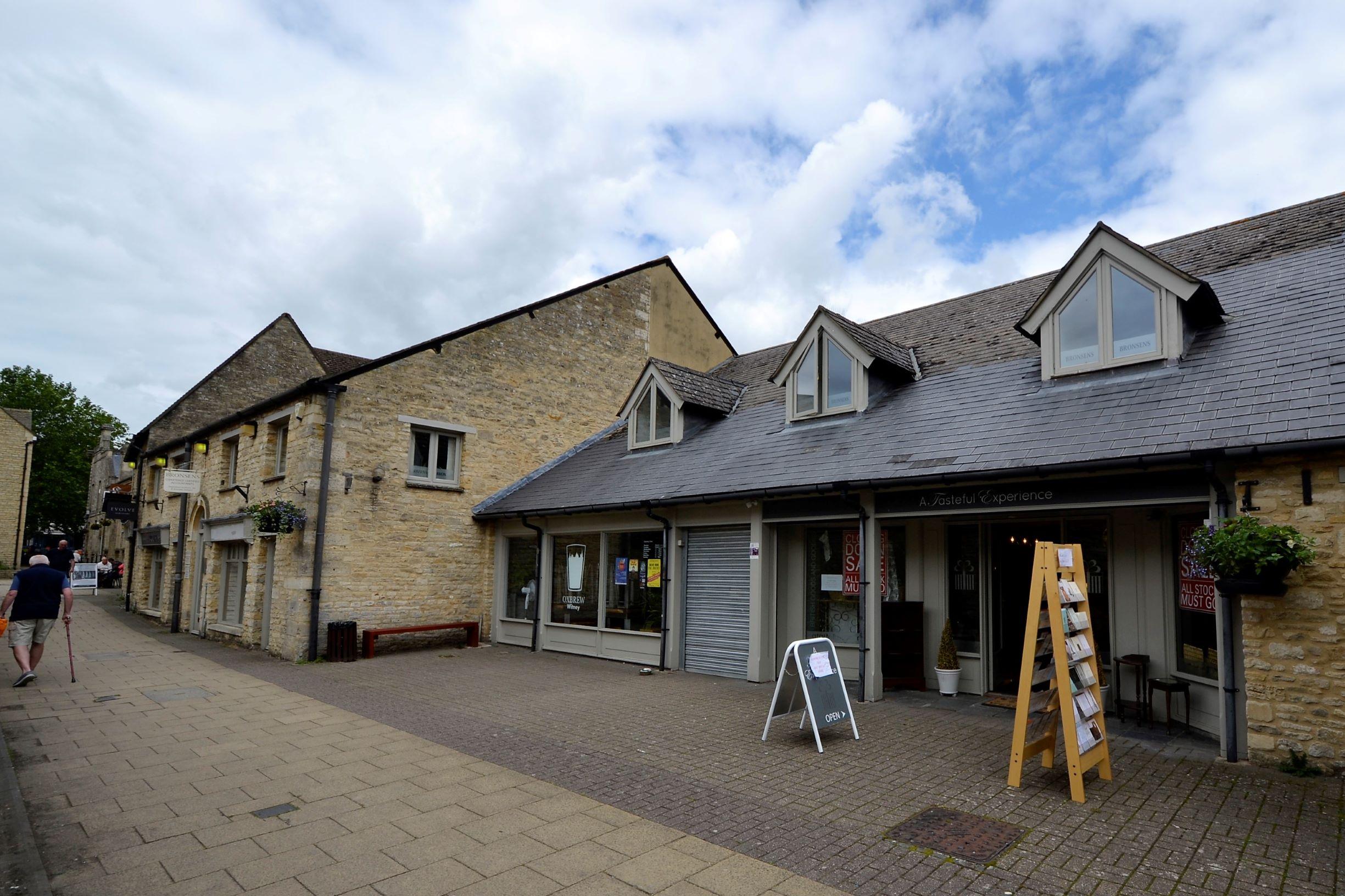 Witney, Oxfordshire, OX28 6FG