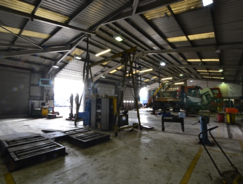 Didcot vehicle workshop industrial warehouse Oxfordshire A34