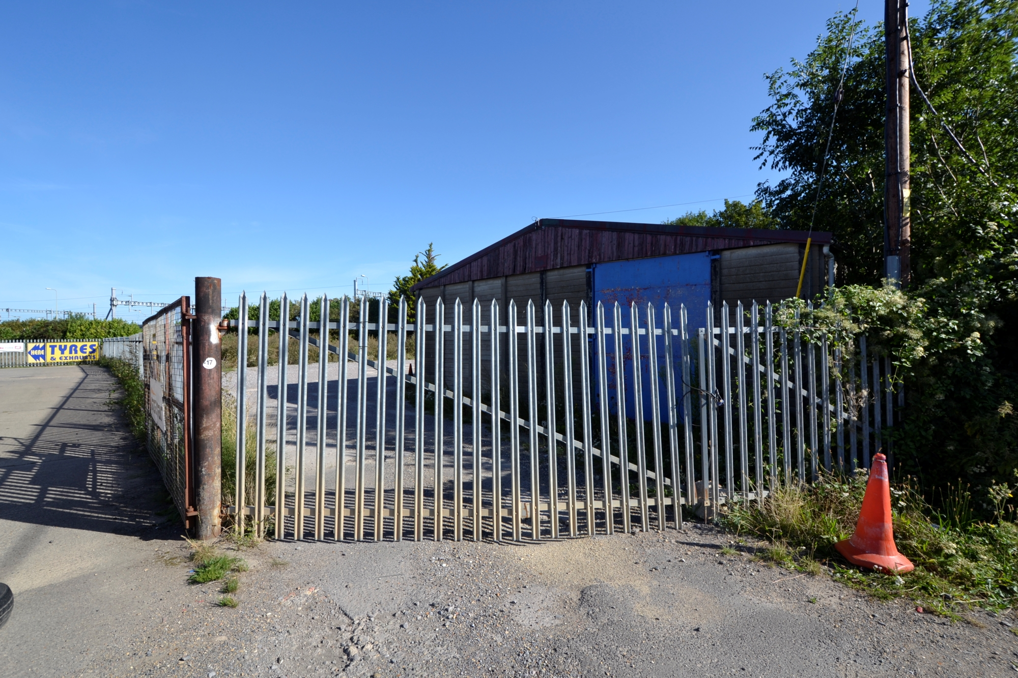 Yard and Workshop to let Didcot Rich's Sidings